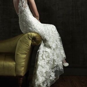 Allure 8800 Bridal Gown size 8 (street size 4)